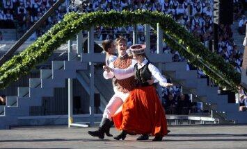 Foto: Krāšņi izskan VIII Ziemeļu un Baltijas valstu Dziesmu svētku noslēguma koncerts
