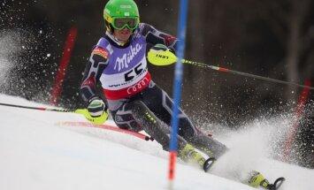 Kalnu slēpotājs Zvejnieks nesasniedz finišu Eiropas kausa sacensībās slalomā