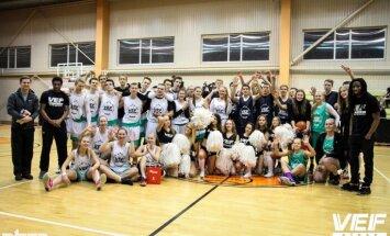 'VEF Rīgas skolu superlīgas' Zvaigžņu spēlē sīvā cīņā uzvar 'Ģimnāzijas'