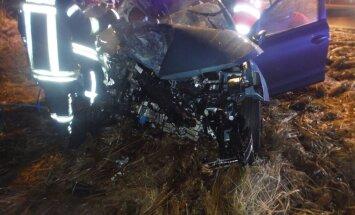 ДТП при обгоне: легковое авто врезалось в фуру, пассажирка погибла