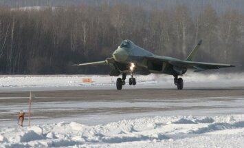 Gaisā teju saskrienas pasažieru lidmašīna un Krievijas kara lidaparāts