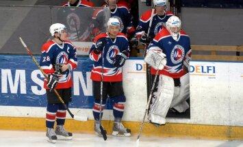 """Latvijas atklātā hokeja čempionāta – """"Samsung"""" premjerlīgas – spēlē trešdien, 2007.gada 5.decembrī, kopvērtējuma līderi """"Liepājas metalurgs"""" sīvā cīņā izbraukumā Piņķos """"Siemens"""" ledus hallē ar 3:2 (1:1, 1:1, 1:0) uzvarēja čempionvienību """"Rīga 2000"""". Foto"""