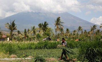 Iespējamā vulkāna izvirduma dēļ Bali evakuējušies 57 000 cilvēku