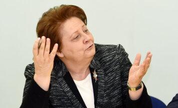 Экс-премьер Страуюма мечтает о новой сумочке