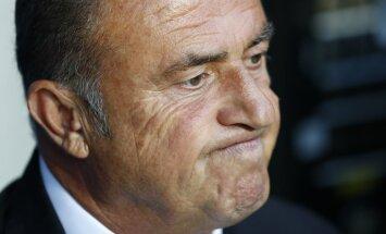 Pēc kautiņa kebabnīcā no amata atkāpjas Turcijas futbola izlases galvenais treneris