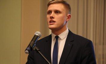 'Kebabu tracis': Saeima noraida Dombravas ierosinājumu par ārvalstu studentu nodarbināšanu