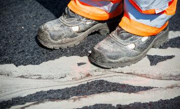 Būvnieku pārkāpumu dēļ uz laiku slēgs autoceļa posmu no Tīnūžiem līdz Ogrei
