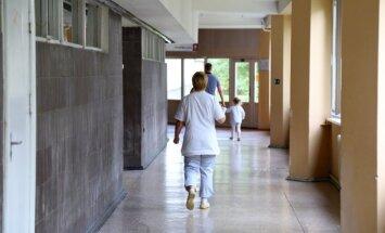 Zemgalē mediķi uz ielas atrod 11 gadus vecu zēnu stiprā alkohola reibumā