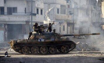 Sīrijas konflikts: Lielbritānija noraida militāru triecienu; ASV viedokli nemaina
