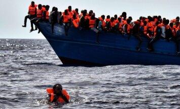 Vidusjūrā notikusi vērienīga migrantu glābšanas operācija – vienā dienā 6000 cilvēku