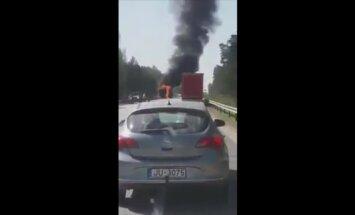 Video: Uz Tallinas šosejas sadeg kravas auto