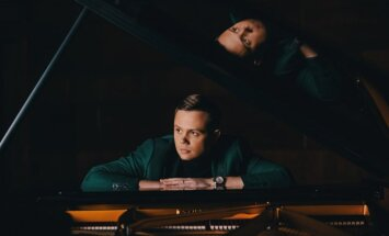 Noklausies! Jānis Ķirsis piesaka savu pirmo albumu ar dziesmu 'The Equator'