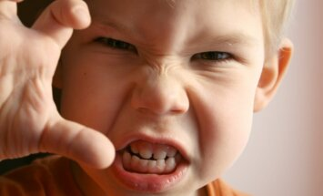 Kad trīsgadnieks vienmēr gatavs izvicināt dūres: mammas bažas un speciālista ieteikumi