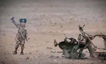 Baiss 'Daesh' video: mazs puisītis uzspridzina 'britu spiegus'