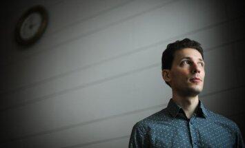 Pianists Reinis Zariņš aicina uz koncertu Ziemassvētku priekšvakarā