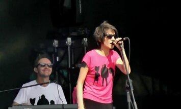 ВИДЕО: Ренар Кауперс спел с Земфирой на фестивале в Москве