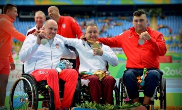 Foto: Apinis līksmo Rio olimpiskajā stadionā