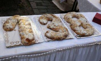 Foto: Vecrīgā sāk svinēt Baltā galdauta svētkus