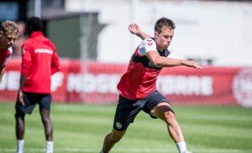 Игроки сборной Дании оплатили для Кнудсена частный самолет на родину