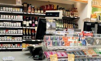 Aizturēti divi igauņi, kas no Latvijas ieveduši pārāk daudz alkohola