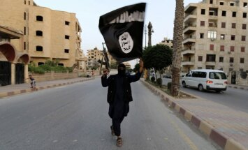 Francija nosūtīs papildu iznīcinātājus un karakuģi cīņā pret 'Islāma valsti'