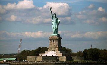 Budžeta nedienu dēļ slēdz ASV simbolu
