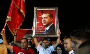 Turcijas prezidenta vēlēšanās visvairāk balsu Erdoganam, liecina provizoriskie rezultāti