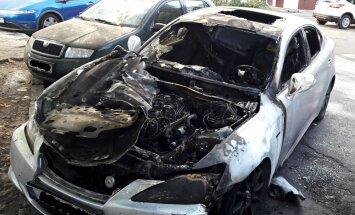 ФОТО: Ночью в Иманте сгорел Lexus; за неделю уже вторая машина