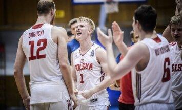 Foto: Latvijas U-20 basketbolisti dramatiskā EČ otrās divīzijas pusfinālā pagarinājumā zaudē Polijai