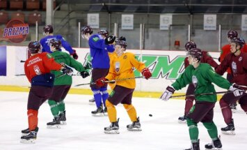 IIHF nenopietnais rangs: Latvijai veicās labāk, kad bija treneris ar ūsām