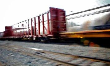 Sankciju ietekme: ar vienu politisku lēmumu var apstādināt dzelzceļu Latvijā, norāda eksperts