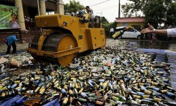Indonēzijā 26 cilvēki mirst pēc nelegāli brūvēta alkoholu dzeršanas