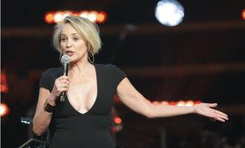 ФОТО: 59-летняя Шэрон Стоун продемонстрировала очень смелое декольте