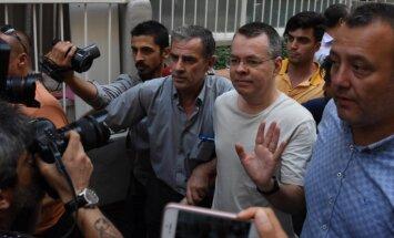 Turcija atbrīvo ASV mācītāju Endrū Bransonu