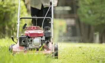 Tīrot neizslēgtu pļaujmašīnu, vīrietis Latgalē traumē plaukstu