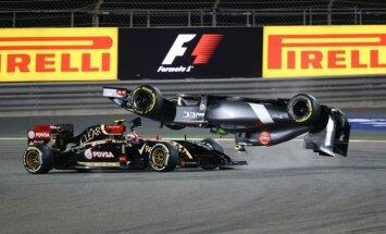 Foto: Gutjeresa salto, tuksneša nakts un 'Mercedes' dubultuzvara Bahreinā