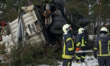Otrdien satiksmes negadījumos cietuši 15 cilvēki, viens zaudējis dzīvību
