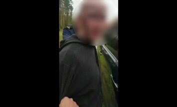 Iereibis motorollera vadītājs avarē un pretojas policistiem