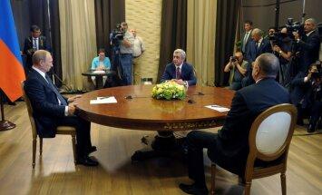Putins aizvadījis miera sarunas ar Armēnijas un Azerbaidžānas prezidentiem