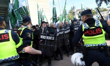 Foto: Gēteborgā neonacistu demonstrāciju laikā aizturēti vairāki desmiti cilvēku