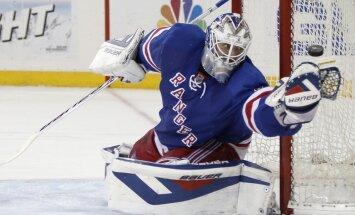 Lundkvists kļūst par 10. uzvarām bagātāko vārtsargu NHL