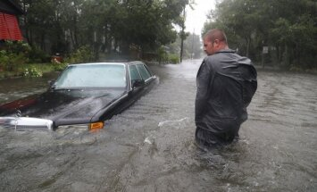 Foto: 'Lielais briesmonis' 'Metjū' plosa Floridu