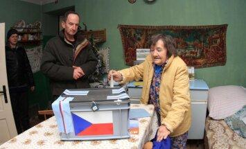 Galīgie rezultāti: par Čehijas prezidenta amatu sacentīsies Zemans un Švarcenbergs