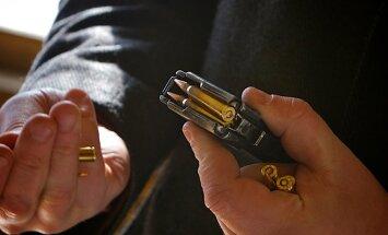 Nogalinātais administrators Bunkus policijā ziņojis par motociklistu ar ieroci, vēsta raidījums