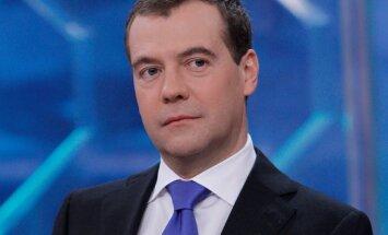Medvedevs rosina Krievijā palielināt sodus par ceļu satiksmes noteikumu pārkāpumiem