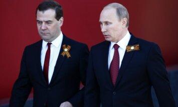 Medvedevs iebilst Putinam un brīdina par krīzi; konflikta izmaksas 107 miljardi dolāru