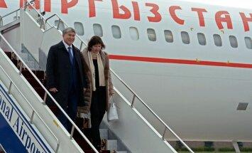 Kirgizstānas prezidents pēc ārstēšanās Maskavā atgriezies dzimtenē