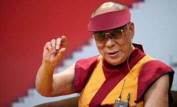 Budistu garīgais līderis Dalailama ieradies Latvijā