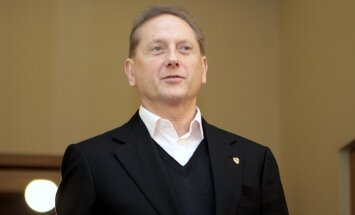 Maskavā aizturētais bankrotējušās 'Ūkio bankas' bijušais vadītājs Romanovs atlaists brīvībā