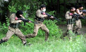 Eksperts: Donbasā darbojas ap 10 000 bruņotu teroristu